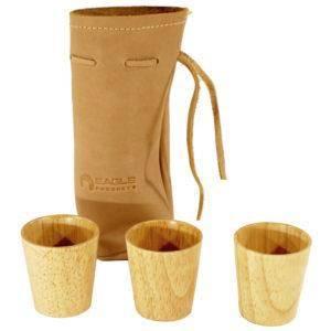 Bilde av 3 stk drammeglass i tre i skinnpose